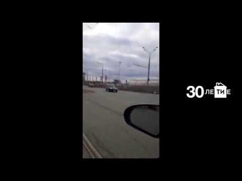 Пассажир такси пострадал при столкновении двух легковушек у Парк Хауса в Казани
