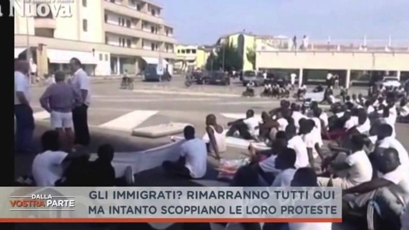 IMMIGRATI PROTESTANO IN TUTTA ITALIA VOGLIONO VIVERE IN CITTA' CIBO MIGLIORE E ARIA CO