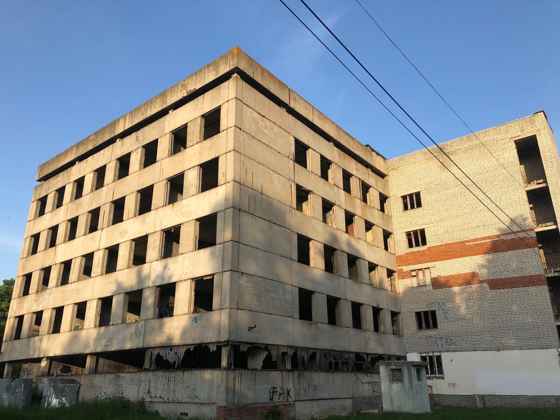 Заброшенный больничный корпус