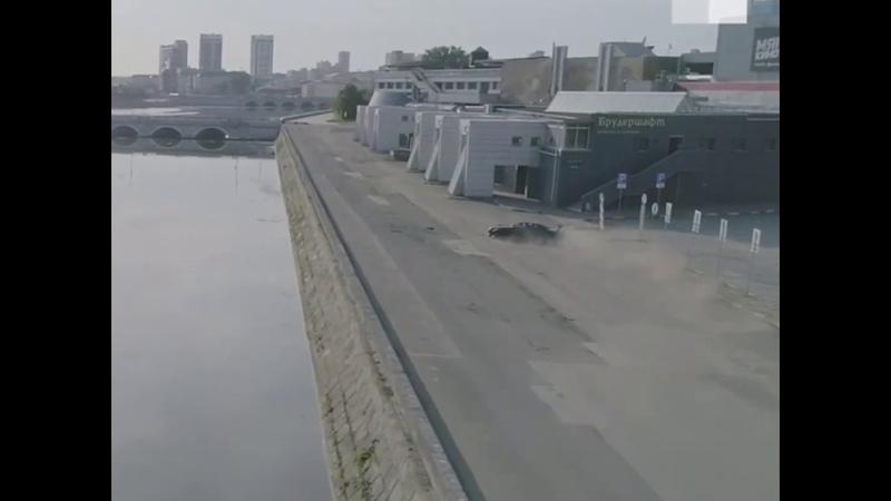 Челябинск дрифтер врезался в Мегаполис во время съёмки ролика