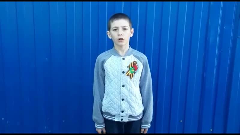 Глеб Азизян, 7лет. Стихотворение Р. Ф. Казаковой На фотографии в газете