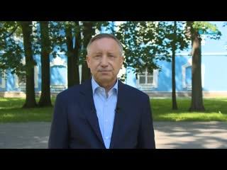 Александр Беглов поздравил петербургских выпускников