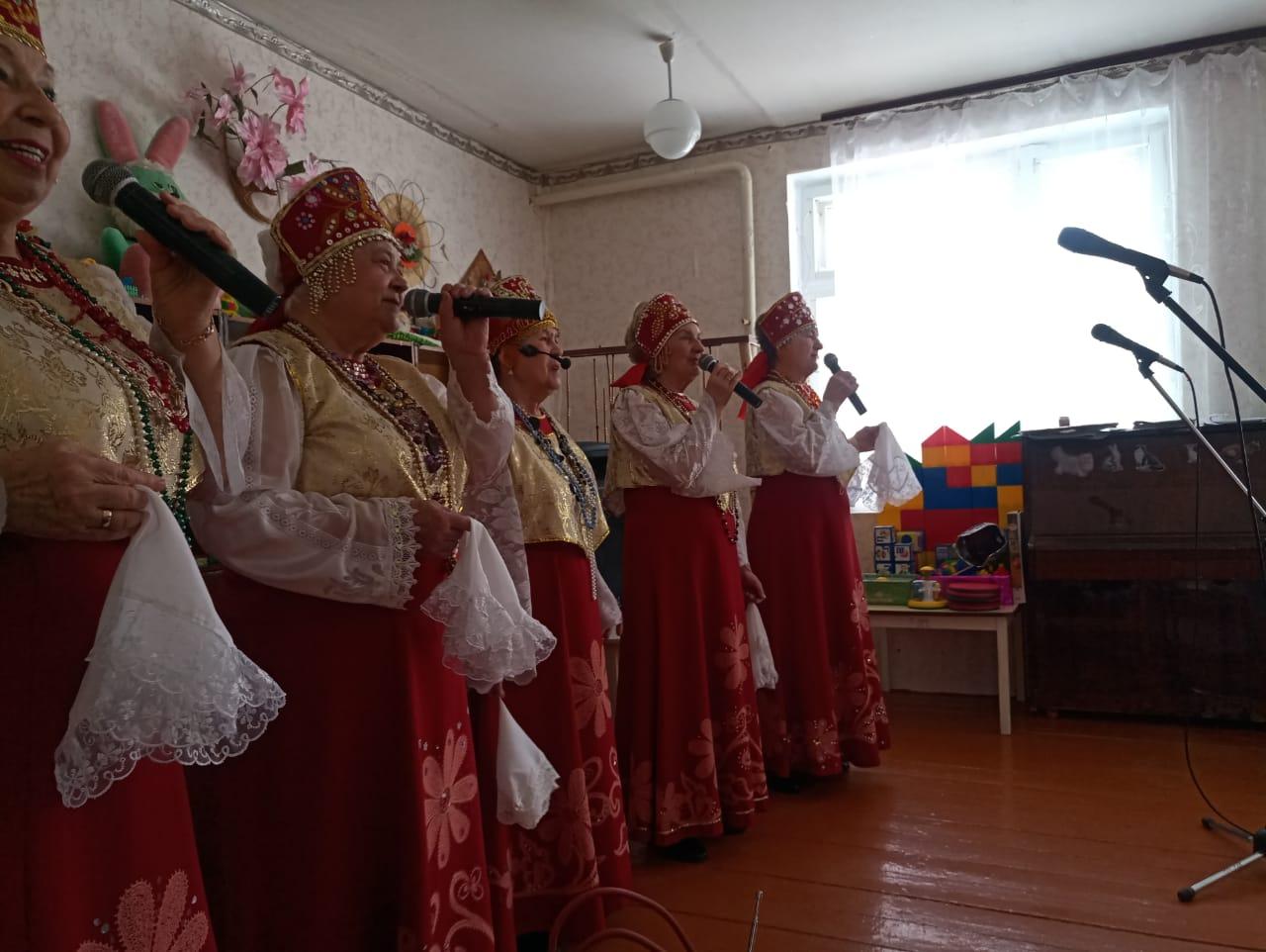 В сёлах Крутец и Ионычевка прошли концерты творческого коллектива районного Дома культуры
