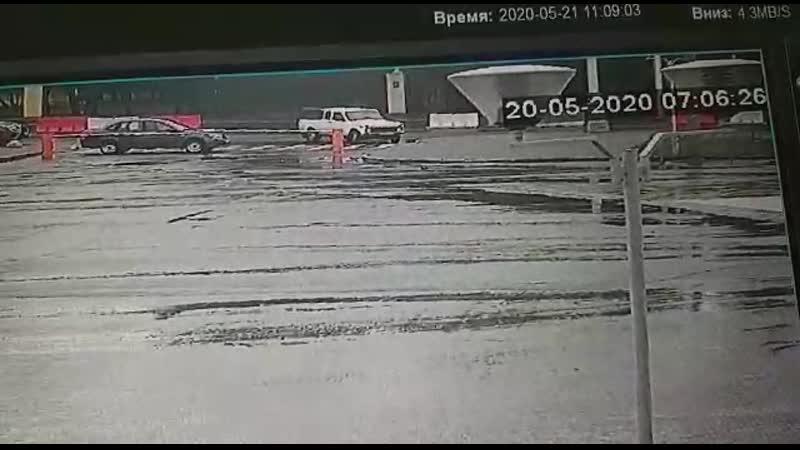 20 05 2020 Сах отстреливает собак в центре города