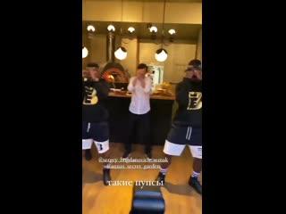 Семак танцует для жены с темнокожими